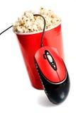 Ciotola alta rossa con popcorn con il mouse del calcolatore Immagini Stock