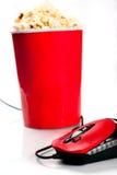 Ciotola alta rossa con popcorn con il mouse del calcolatore Fotografia Stock