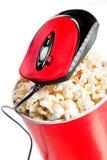 Ciotola alta rossa con popcorn con il mouse del calcolatore Fotografie Stock Libere da Diritti