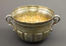 Ciotola antica fatta di argento fotografia stock