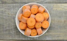 Ciotola con il migliore alimento per il taglio delle carote degli occhi Fotografia Stock Libera da Diritti