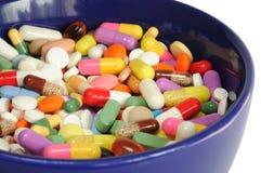 Ciotola con le pillole Fotografia Stock