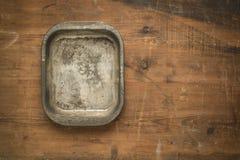 Ciotola d'annata su fondo di legno Fotografia Stock