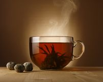 Ciotola del tè con tè cinese Fotografia Stock Libera da Diritti