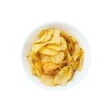 Ciotola delle patatine fritte isolata su bianco immagine stock