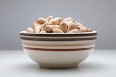 Ciotola di arachidi fotografia stock libera da diritti