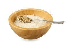 Ciotola di bambù con il cucchiaio dell'acciaio e del riso con la lenticchia fotografie stock libere da diritti