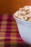 Ciotola di Cheerios fotografie stock libere da diritti