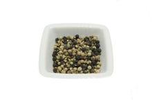 Ciotola di chinaware con i semi del pepe immagini stock