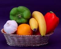 Ciotola di frutta & di verdure Fotografia Stock