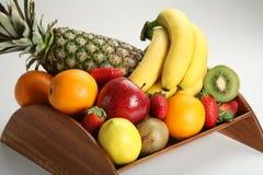 Ciotola di frutta con la frutta fresca Fotografie Stock