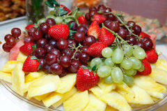 Ciotola di frutta del cestino di frutta Immagine Stock