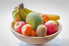 Ciotola di frutta di legno Fotografie Stock Libere da Diritti