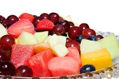 Ciotola di frutta tagliata fotografie stock libere da diritti