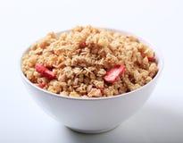 Ciotola di granola crunchy fotografia stock libera da diritti