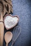 Ciotola di legno del matterello del cucchiaio delle orecchie mature del grano Fotografie Stock Libere da Diritti