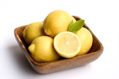 Ciotola di limoni Immagini Stock