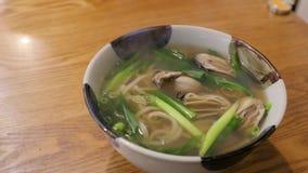 Ciotola di minestra calda nel Giappone stock footage