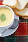 Ciotola di minestra e di pane Fotografia Stock Libera da Diritti