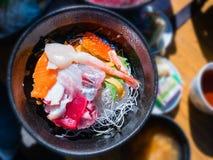 Ciotola di riso fresca dei frutti di mare & x28; Kaisen-indossi fotografia stock