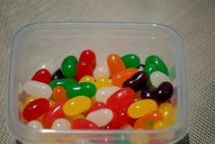 Ciotola di viaggio di jellybeans dolci saporiti Immagini Stock