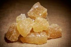 Ciotola di zucchero marrone della roccia Fotografia Stock Libera da Diritti