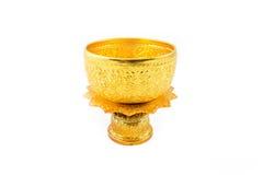 Ciotola e vassoio dell'oro con il piedistallo Fotografie Stock Libere da Diritti
