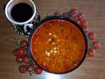 Ciotola rumena tradizionale del fagiolo dell'alimento fotografia stock libera da diritti