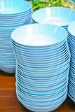 Ciotole blu sulla tabella Fotografie Stock Libere da Diritti