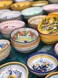 Ciotole ceramiche, Perugia, Italia immagini stock
