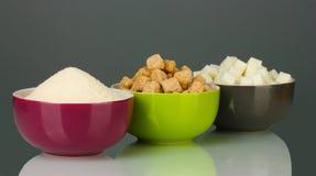 Ciotole con differenti tipi di zuccheri Immagini Stock