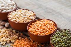 Ciotole di chicchi di grano Fotografia Stock