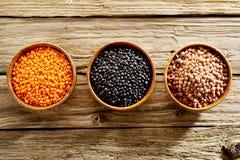 Ciotole di lenticchie secche assortite Fotografia Stock