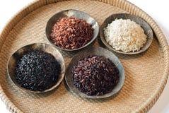 4 ciotole di riso crudo Fotografia Stock