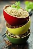 Ciotole di riso crudo Immagini Stock
