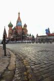 Ciottoli della cattedrale e del quadrato rosso del basilico della st Immagine Stock
