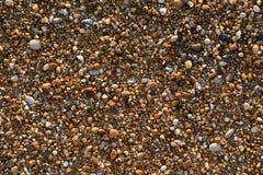 Ciottoli misti con la sabbia di bella spiaggia di Skala, isola di Kefalonia, mare ionico, Grecia immagini stock