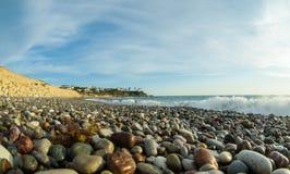 Ciottoli su una spiaggia dell'assicella immagine stock