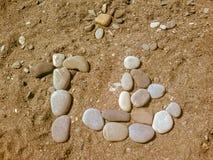 Ciottoli sui precedenti della spiaggia immagine stock libera da diritti