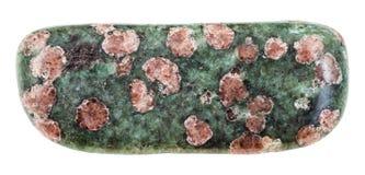 Ciottolo della pietra dell'eclogite isolato Immagine Stock Libera da Diritti