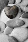 Ciottolo a forma di del cuore sulla spiaggia Fotografia Stock Libera da Diritti