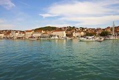 Ciovo, Kroatien-Seeansicht von Dorf und von Hafen Ciovo Lizenzfreies Stockfoto