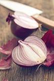 Cipolla divisa in due Fotografia Stock Libera da Diritti
