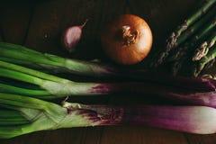 Cipolla lunga porpora, aglio, asparago immagini stock libere da diritti