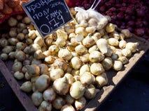 Cipolle ad un mercato di strada Fotografie Stock