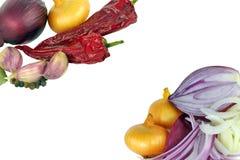 Cipolle e scheda di pepers Immagine Stock