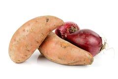 Cipolle rosse e patata dolce fotografie stock