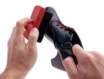 Cirage - chaussures de nettoyage images libres de droits