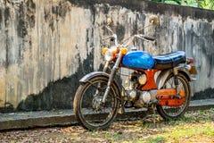 Circa buntem Motorrad des Klassikers mittlere 1960 und Weinlese Hondas stockbilder