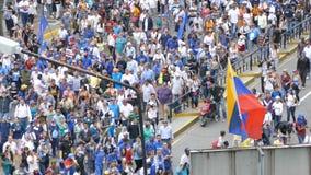 Circa 2017 Protest van Caracas Venezuela voor vrijheid in Venezuela Grote menigte stock videobeelden
